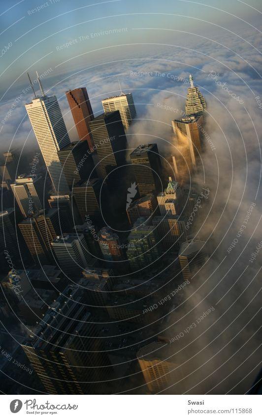 Skyline von Toronto CN Tower Hochhaus Wolken Nebel Stadt Kanada