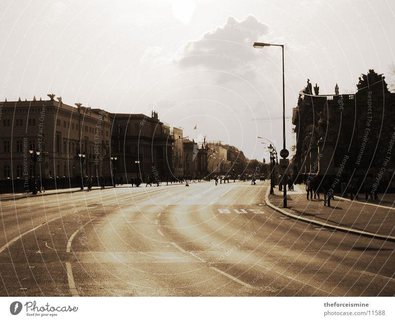 unter den linden Straße Berlin groß Kurve Sepia breit Unter den Linden