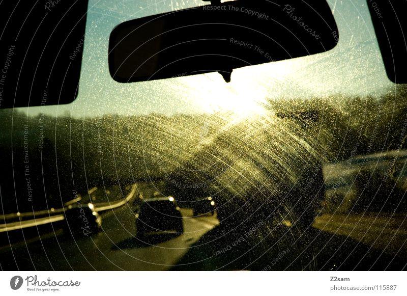 ab durch die Mitte Autobahn glänzend Teer Beton abwärts Ferien & Urlaub & Reisen fahren Windschutzscheibe Reflexion & Spiegelung Verkehr Sonne Himmel Straße PKW