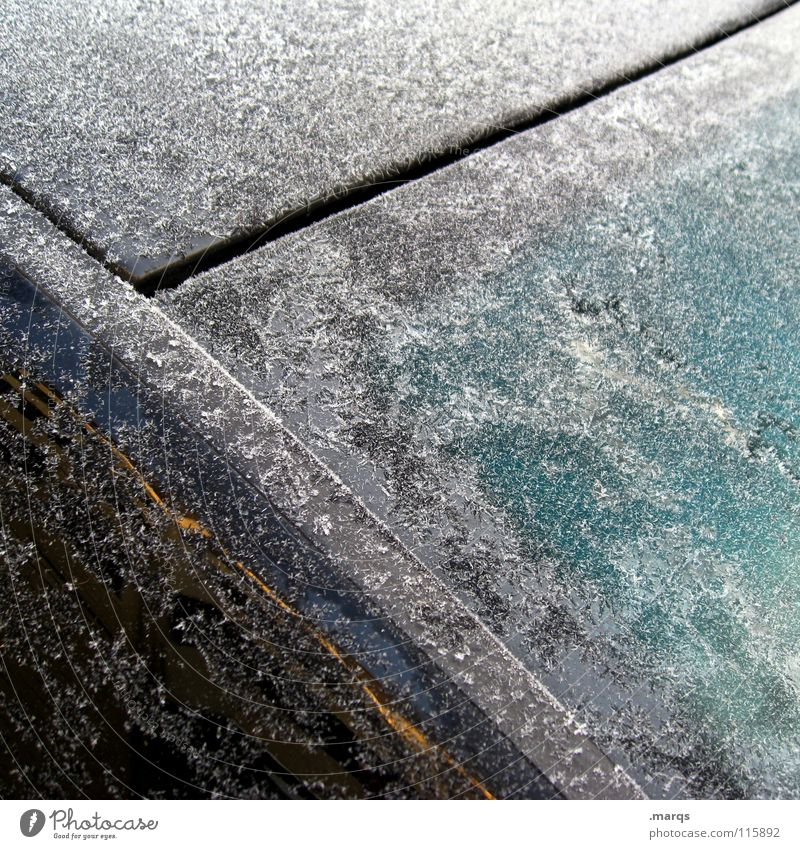 Versiegelt Winter kalt kühlen Oberfläche kratzen frieren gefroren weiß türkis schwarz Vergänglichkeit Frost Eis Fensterscheibe Glas PKW Metall