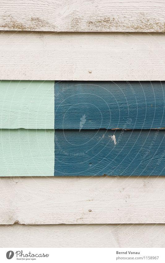 FR UT | V5 Haus Mauer Wand Fassade hell blau grau Holz Holzbrett verkleidet Dekoration & Verzierung Farbe lackiert Maserung liniert Farbfoto Außenaufnahme