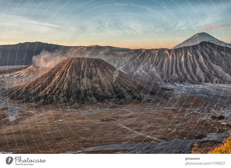 Vulkan Bromo und Semeru Ferien & Urlaub & Reisen Tourismus Abenteuer Expedition Berge u. Gebirge Fernweh exotisch Farbfoto Morgendämmerung Panorama (Aussicht)