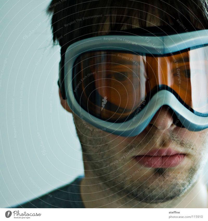 Alberto Tomba Porträt Schneebrille Wintersport Lippen unrasiert grau schwarz Mann blenden Konzentration der Berg ruft Kopf Haare & Frisuren orange blau Gesicht