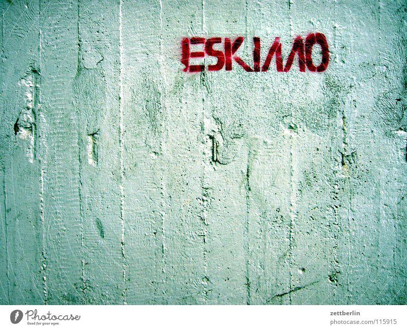 Eskimo Beton Wand Beschriftung Wort Buchstaben Typographie typisch Schablone Schablonenschrift Straßenkunst Vandalismus beschmutzen beschriften Mitteilung