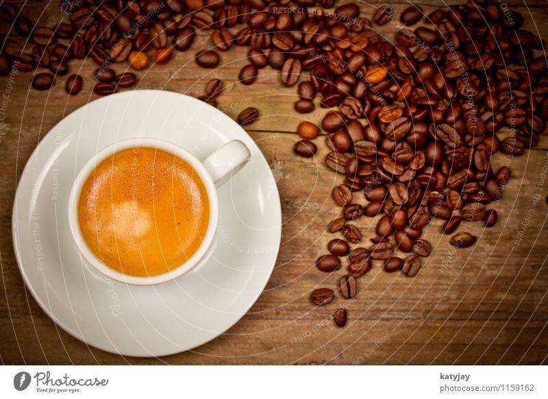 Espresso Kaffee Cappuccino Kaffeebohnen geröstet heiß Getränk Koffein Holz Bohnen rustikal aromatisch Kaffeetasse Kaffeeschaum Geschmackssinn Holztisch