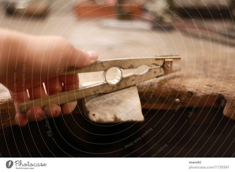 Ring schmieden II Freizeit & Hobby Arbeit & Erwerbstätigkeit Beruf Handwerker Stimmung Werkzeug Schmiedekunst Kreis Schmuck Kunstwerk Zange silber Innenaufnahme