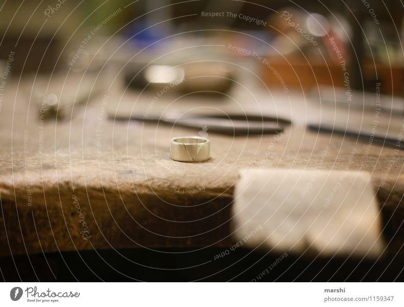 Ring schmieden V Freizeit & Hobby Arbeit & Erwerbstätigkeit Beruf Handwerker Stimmung Kreis Schmiedekunst Werkzeug Werkstatt Schwache Tiefenschärfe Ehering