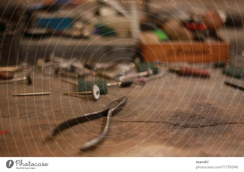 Werkstatt Freizeit & Hobby Arbeit & Erwerbstätigkeit Beruf Handwerker Stimmung Zange Werkzeug schmieden Schmiedekunst Metallwaren Farbfoto Innenaufnahme