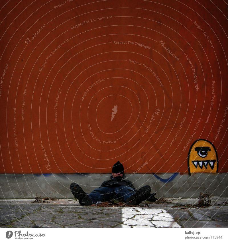mag deine affen mado Mann Freude Wand Graffiti Computerspiel Mauer Beine Fuß Kunst liegen schlafen Jeanshose Gebiss Alkoholisiert Parkplatz Maul