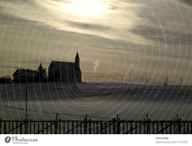 like ice in the sunshine Gegenlicht Winter Strommast Haus Wolken kalt Gotteshäuser Himmel Religion & Glaube Schnee schneefangzaun Sonne