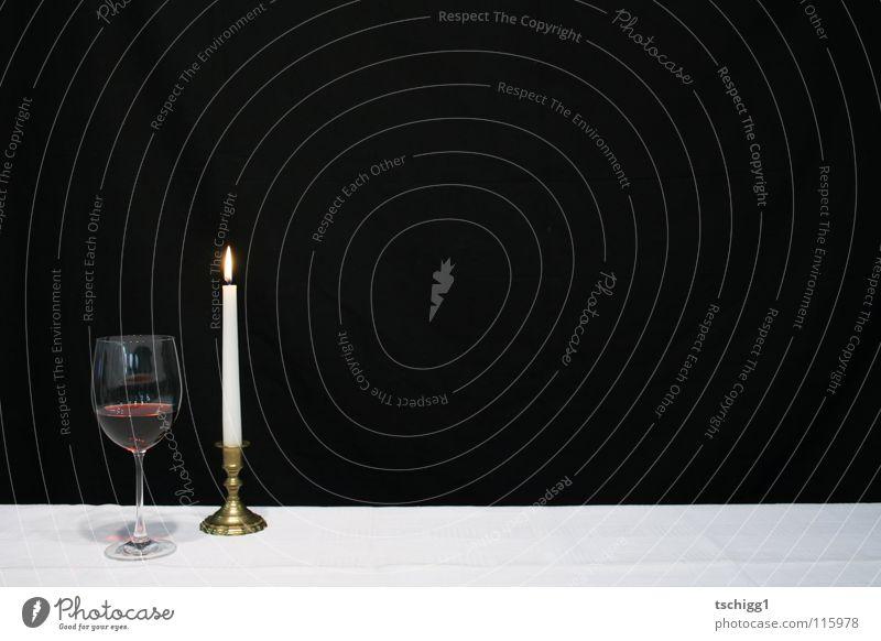Candlelightdinner weiß rot schwarz Ernährung Tisch Kerze Gastronomie Wein Alkohol Tischwäsche Rotwein