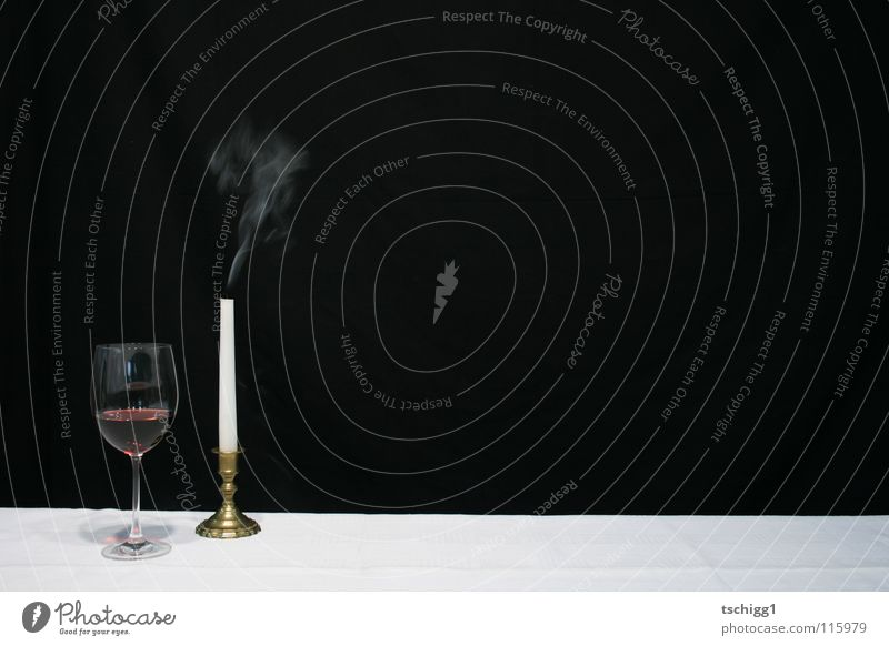 Ex-Candlelightdinner weiß rot schwarz Ernährung Tisch Kerze Gastronomie Wein Alkohol Tischwäsche Rotwein