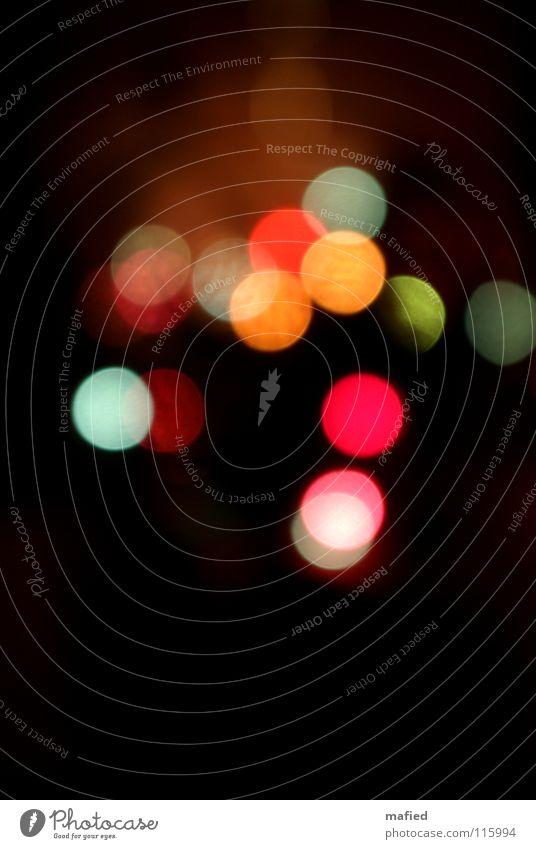 Additive Farbmischung Lichtpunkt mehrfarbig Lichterkette Lampe dunkel rot grün gelb Unschärfe Farbe hell orange gebündelt