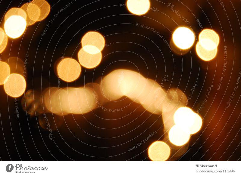 lichterhütte Freude schwarz Winter dunkel Freiheit Beleuchtung hell glänzend bedrohlich Stern Geborgenheit gemütlich Optimismus Nachthimmel Lichterkette