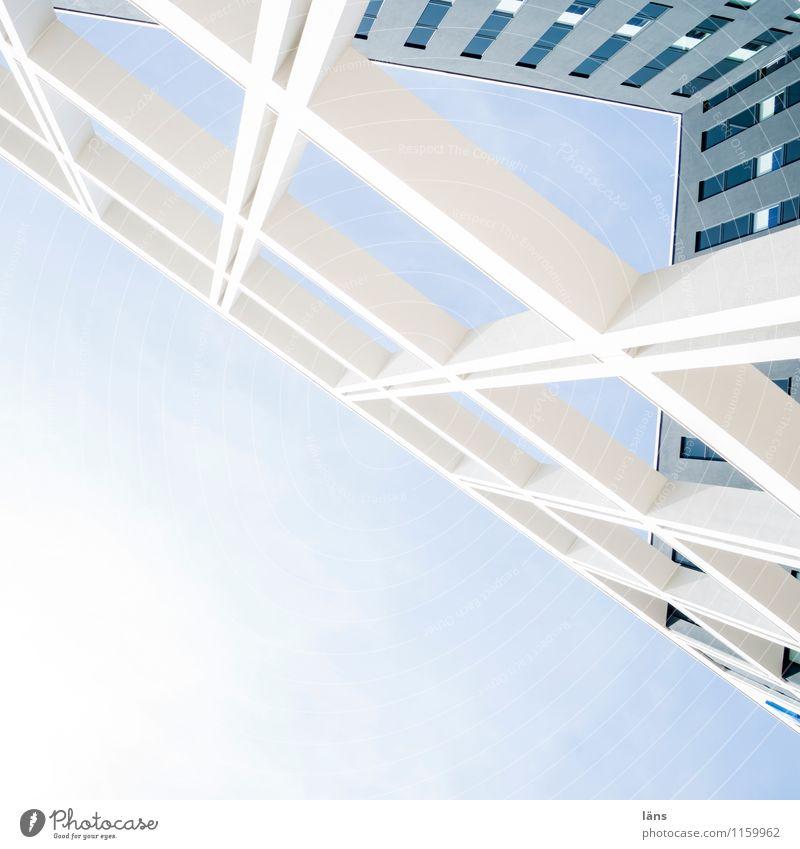 Planquadrat Hochhaus Architektur Fassade Fenster ästhetisch außergewöhnlich eckig oben Höhenangst einzigartig planen Stadt Wachstum Blick nach oben Farbfoto