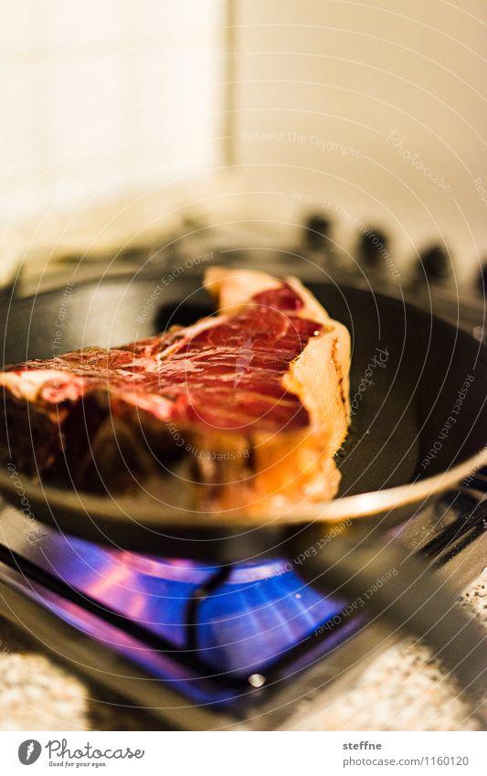 Fleischeslust Lebensmittel Ernährung Essen Abendessen Festessen Italienische Küche Pfanne Kuh Braten Steak t-bone porterhouse Herd & Backofen Gasherd Flamme