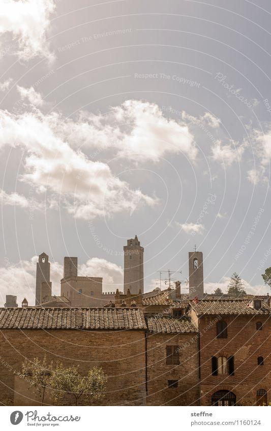 Reach for the sky Himmel Haus Frühling außergewöhnlich Hochhaus Italien Schönes Wetter Turm Skyline Altstadt Toskana San Gimignano