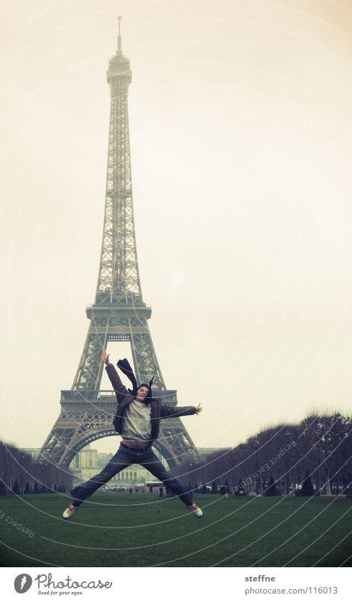 AIR JORDAN Mann grün Ferien & Urlaub & Reisen Freude schwarz Gefühle grau Bewegung Glück springen Traurigkeit Luft Nebel fliegen Elektrizität Rasen