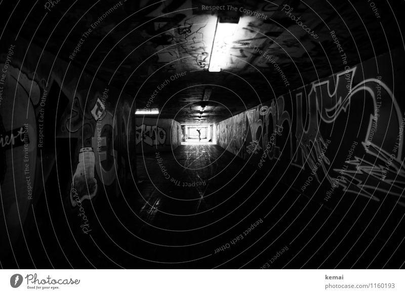 FR UT | Skaterboy Mensch Stadt dunkel Graffiti Stil Lampe Lifestyle springen Freizeit & Hobby Körper Schriftzeichen Beton Zeichen Bauwerk Skateboarding Tunnel