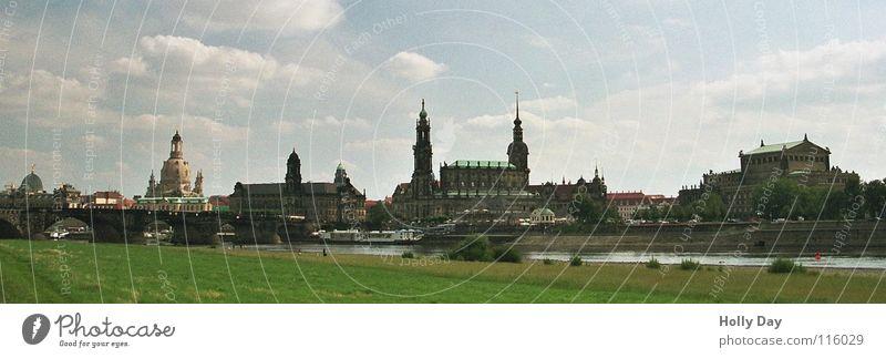 Canaletto im Juli Himmel grün Sommer Wolken Religion & Glaube Fluss Aussicht Dresden Skyline Denkmal Wahrzeichen Flussufer Panorama (Bildformat) Elbe Semperoper Frauenkirche