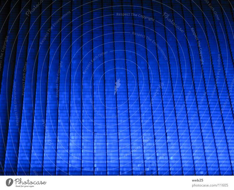 Blaues Gitter Licht Steg Nacht dunkel obskur blau Wege & Pfade Farbe