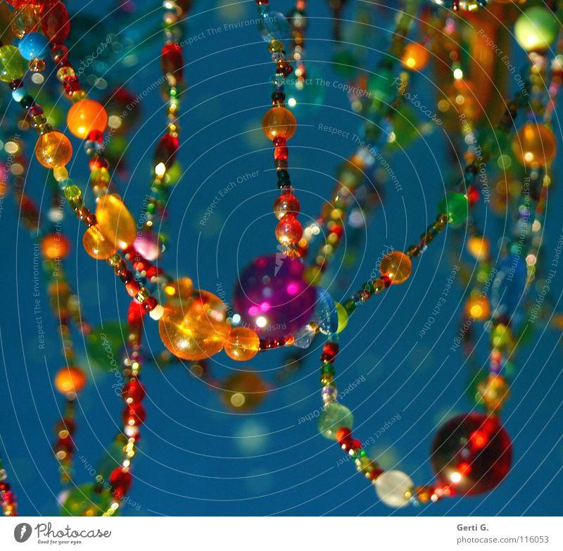 KLUNKER HER LIFE INTO BEAUTIFUL Lampe Schmuck Kronleuchter violett mehrfarbig Lichtpunkt Unschärfe niedlich türkis bernsteinfarben Perlenkette lichtmagnetisch