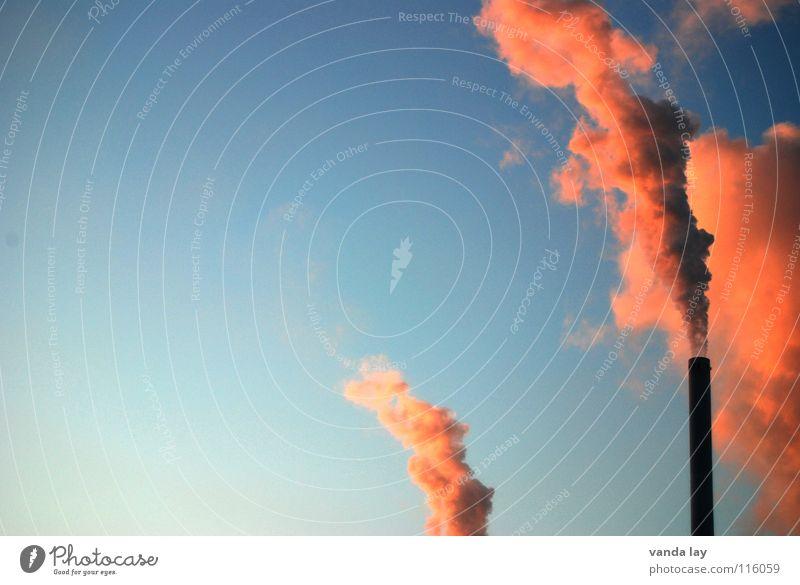 Frischluftnot und Abendrot Himmel blau rot Luft dreckig rosa Umwelt Industrie Energiewirtschaft gefährlich Turm Klima Wut Abgas brennen Schönes Wetter