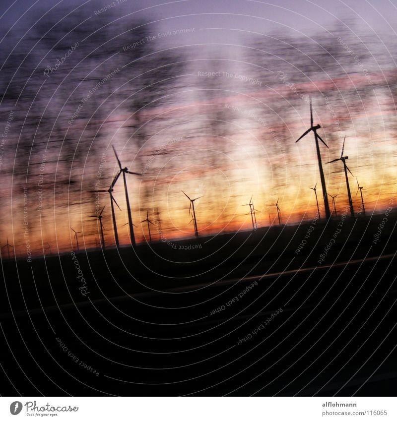 Wind 'm up! Himmel Baum Geschwindigkeit Energiewirtschaft fahren Windkraftanlage Abenddämmerung Gegenteil