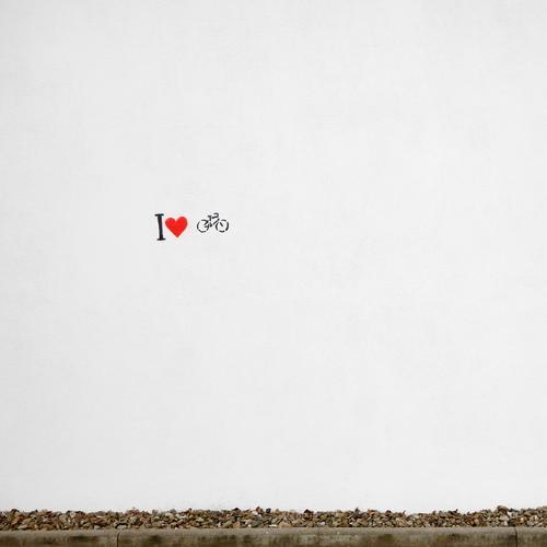 i herz fahrrad Freude Leben Wand Graffiti Gefühle Bewegung Mauer Lifestyle Fassade Freizeit & Hobby Fahrrad Schriftzeichen Ausflug Herz Fahrradfahren Fitness