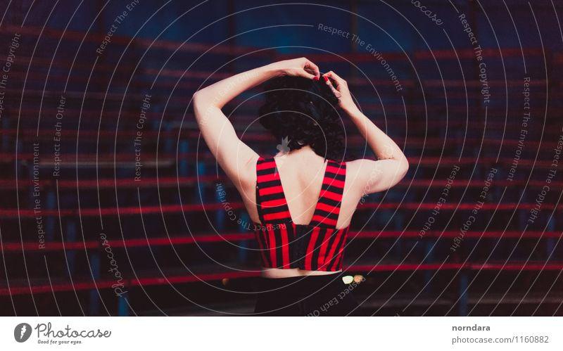 Mädchen in Rot Frau Jugendliche blau schön rot 18-30 Jahre Erwachsene feminin Sport Gesundheit Haare & Frisuren Treppe elegant Haut Rücken Tanzen