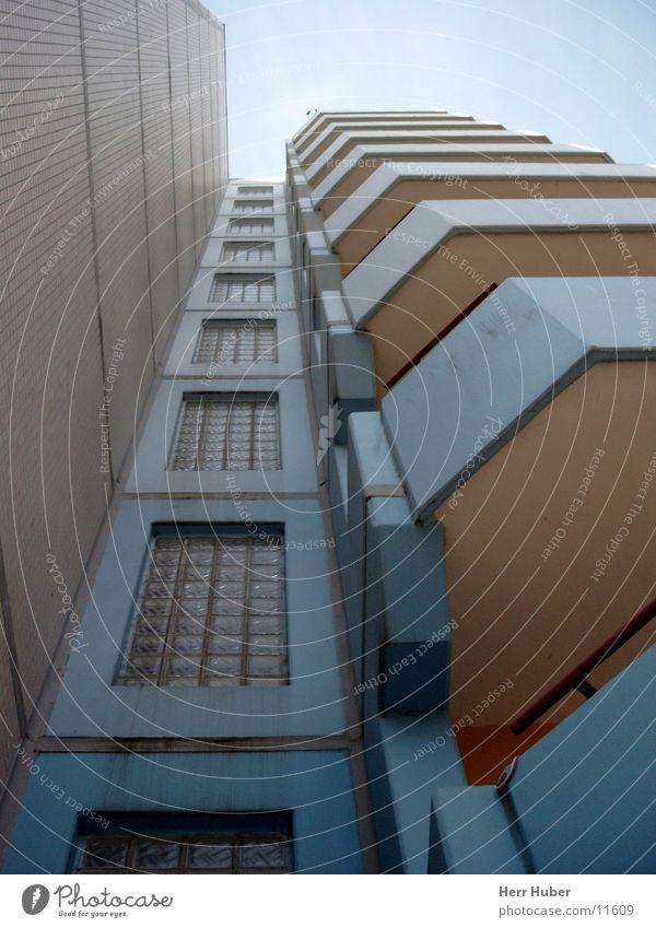 Hochhaus 70er -2- Balkon grau Eimsbüttel Architektur Himmel Erdgeschoss blau Hamburg