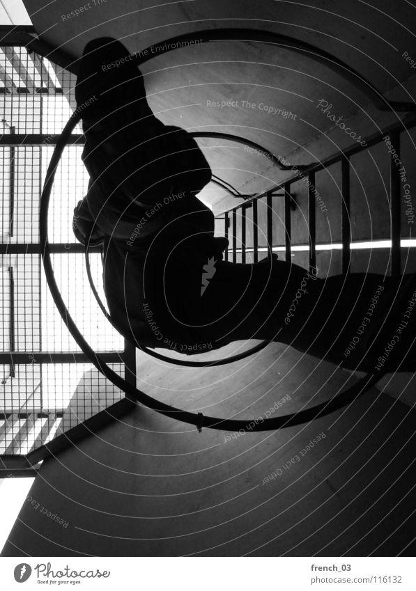 komm mal wieder runter IV dunkel rund Kreis schwarz weiß Silhouette Tunnel Gitter Licht Abstieg aufsteigen Hand Höhenflug beruhigend Erholung Studentenwohnheim