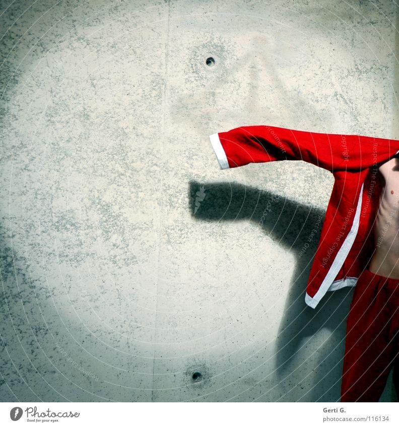 it's over Weihnachtsmann Weihnachten & Advent rot weiß Mauer Wand verfallen Loch grau Licht Bühnenbeleuchtung Jacke entkleiden anziehen Rippen dünn schmal