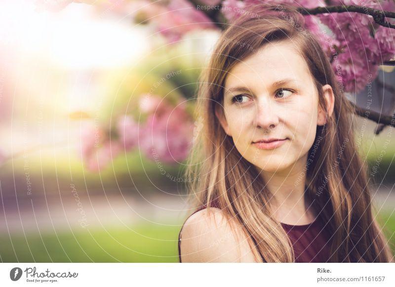 Frühlingshaft. Mensch Kind Natur Jugendliche Pflanze schön Sommer Junge Frau Baum 18-30 Jahre Erwachsene Gesicht Blüte Gefühle natürlich