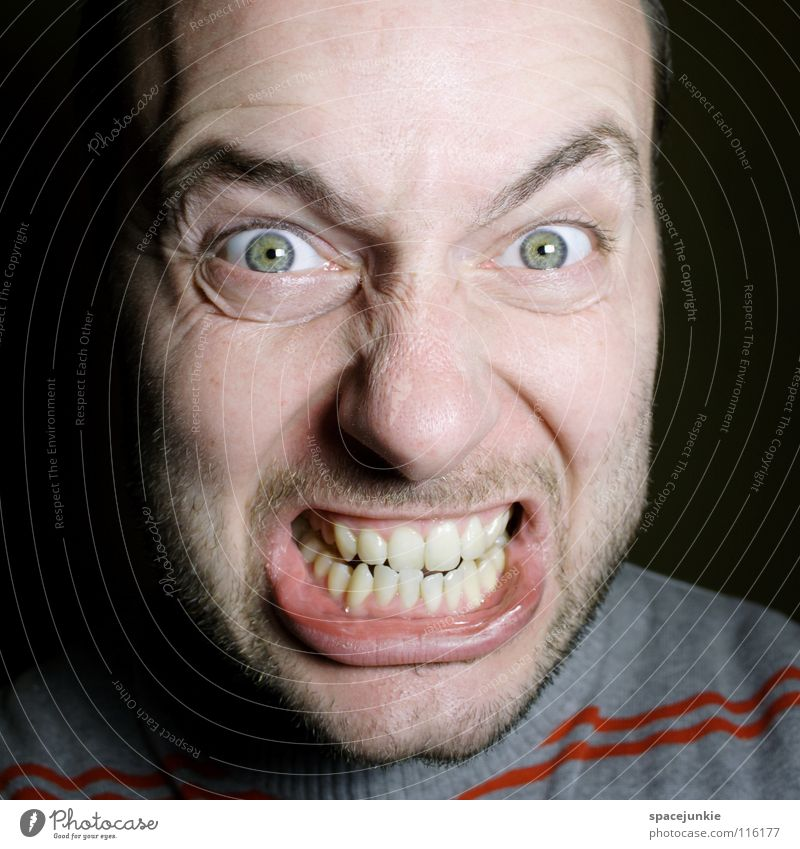 Sprengkörper (2) Mensch Freude Gesicht Wut böse Freak Ärger Aggression Porträt Rüpel herzlos Biest unfair Grobian Choleriker