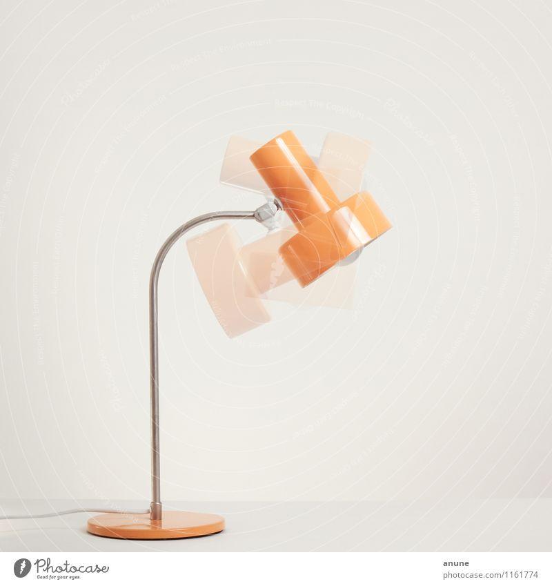 DDR-Lampe in Bewegung Stil Design Häusliches Leben Wohnung Innenarchitektur Dekoration & Verzierung Technik & Technologie Metall trendy historisch retro orange