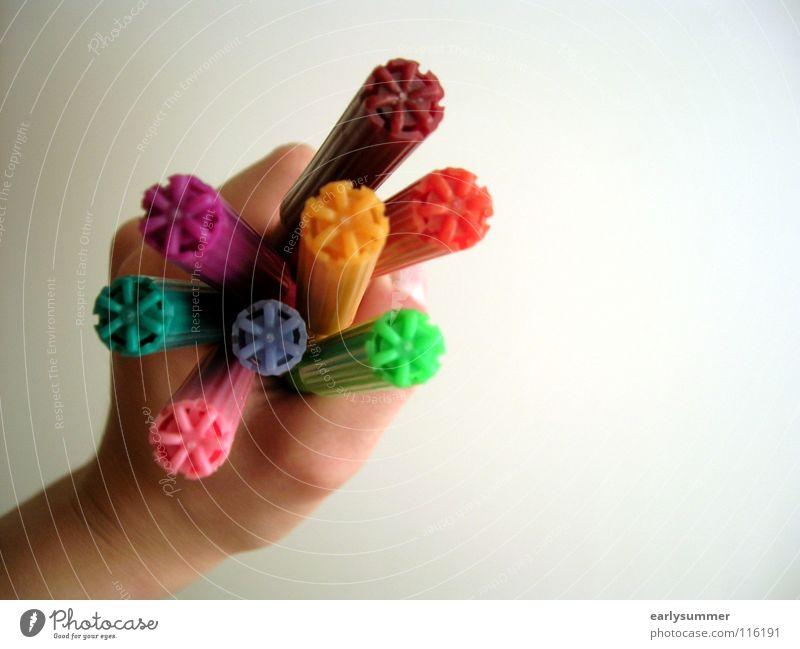 Stiftehalter Hand grün blau rot gelb Farbe Kunst orange rosa Kindheit Finger festhalten violett viele Kreativität türkis