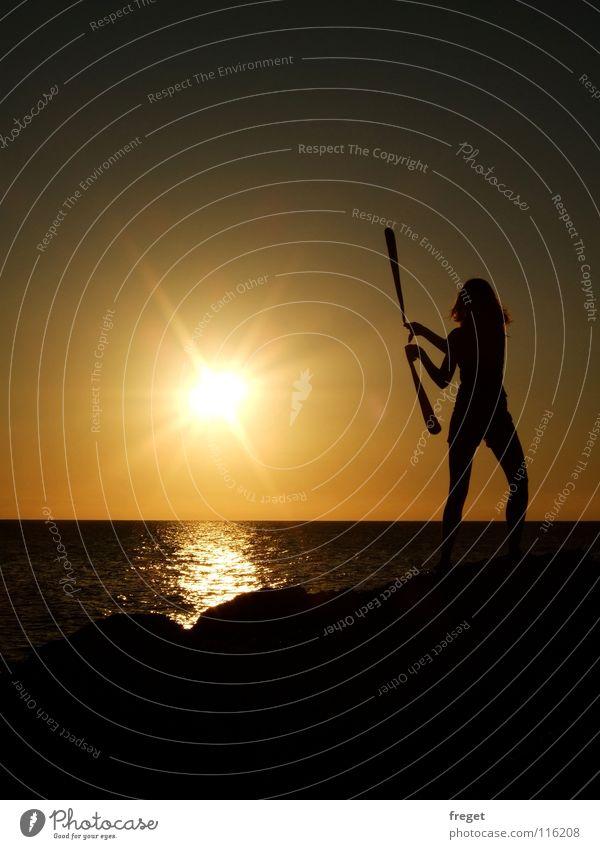 Sonnentanz Meer Strand Einsamkeit Erholung Küste Italien exotisch Sardinien jonglieren Kiwido Felsküste