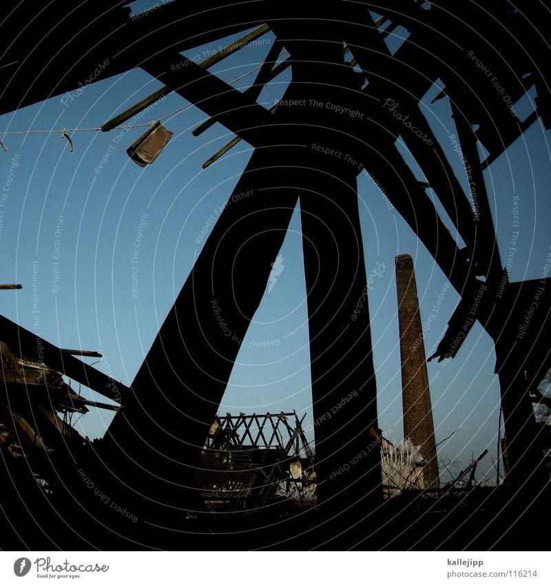 dachschaden alt Himmel Winter schwarz Einsamkeit kalt Holz Eis Architektur Brand gefährlich Frost Fabrik Dach bedrohlich Rauch