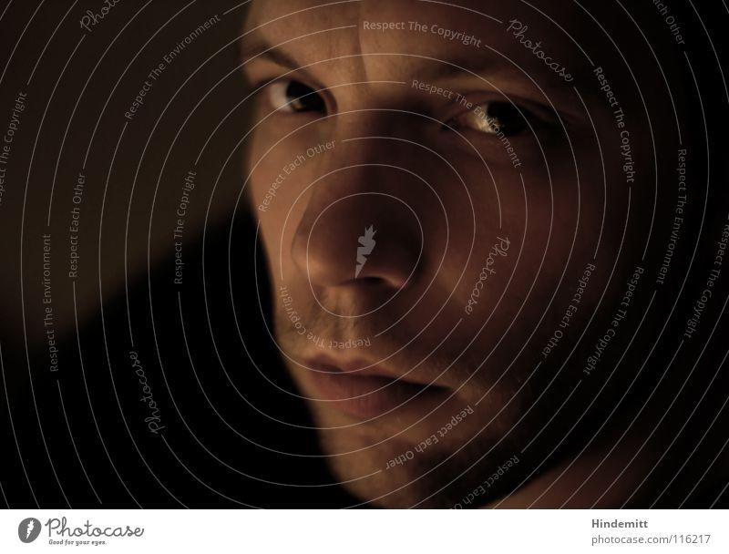 Self | Bild Nr. 40 Mann Lippen Augenbraue Bart unrasiert Stirnfalte Schulter ernst ruhig dunkel glänzend skeptisch Silhouette abweisend süß Trauer Konzentration