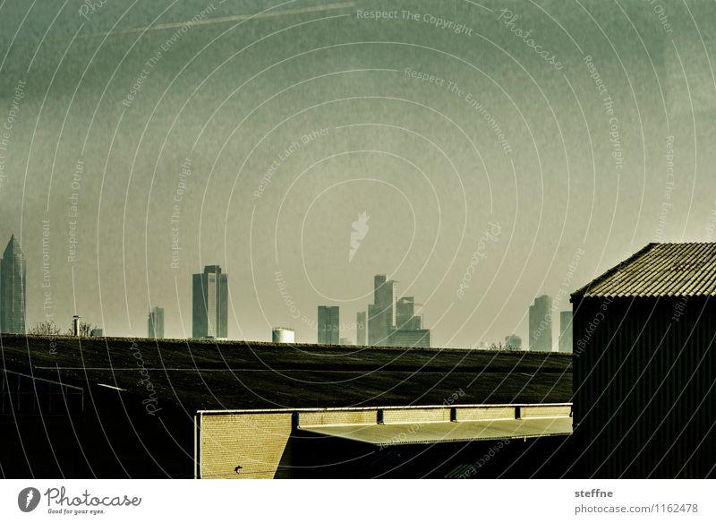 Metropolis Sonnenlicht Frankfurt am Main Stadt Skyline Hochhaus bedrohlich gold Zukunft Fortschritt Zukunftsangst dunkel Science Fiction Farbfoto