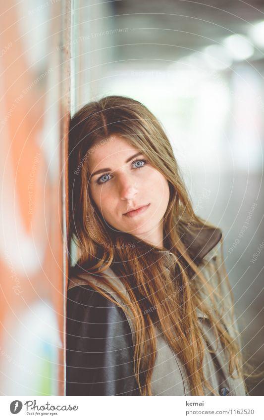 FR UT | Sandra Mensch Frau Jugendliche schön Junge Frau ruhig 18-30 Jahre Erwachsene Wand Leben feminin Stil Lifestyle Kopf Gelassenheit brünett