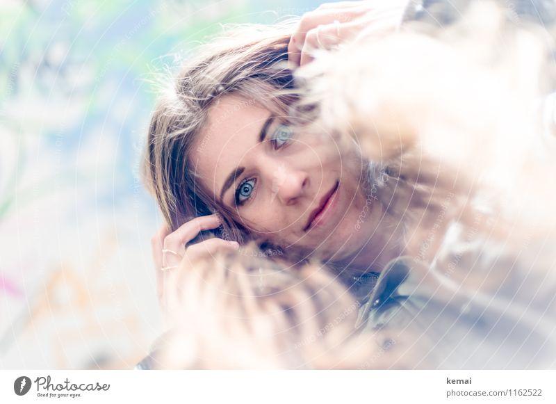 FR UT | Rapunzel Lifestyle Stil Mensch feminin Junge Frau Jugendliche Erwachsene Leben Haare & Frisuren Gesicht 1 18-30 Jahre brünett langhaarig festhalten