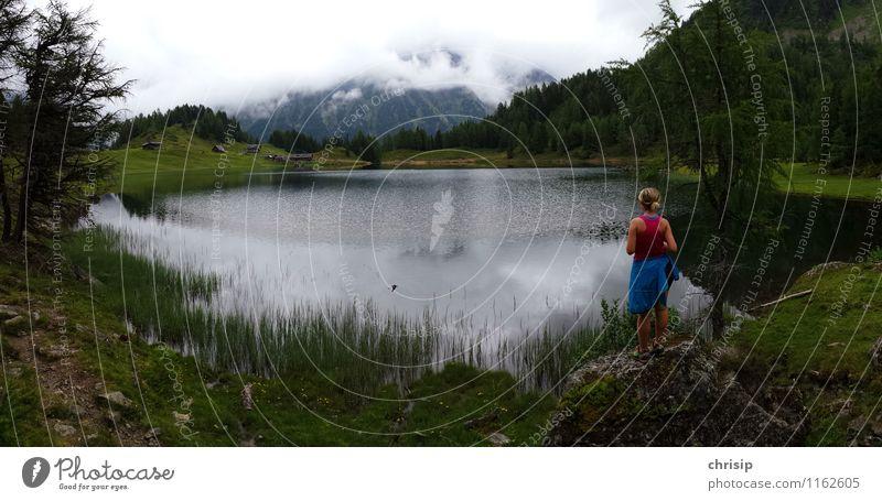 trübe Aussicht Mensch Natur Ferien & Urlaub & Reisen Wasser Erholung Einsamkeit Landschaft Wolken Ferne Umwelt Berge u. Gebirge feminin Freiheit See Lifestyle