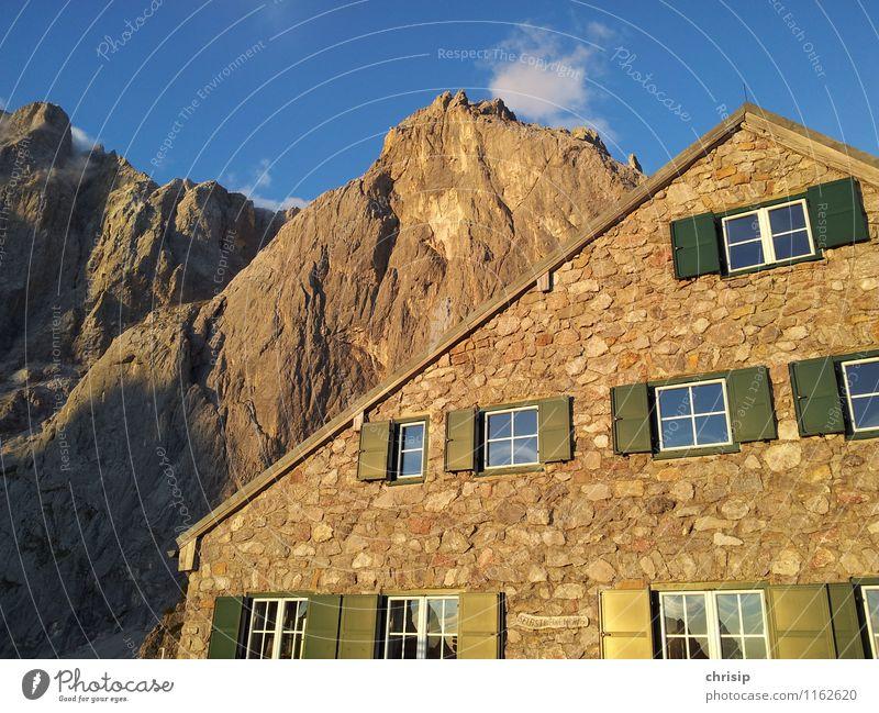 grüne Balken Himmel Natur blau Landschaft Wolken Haus Fenster Umwelt Berge u. Gebirge Wärme Wand Gefühle Mauer grau Freiheit
