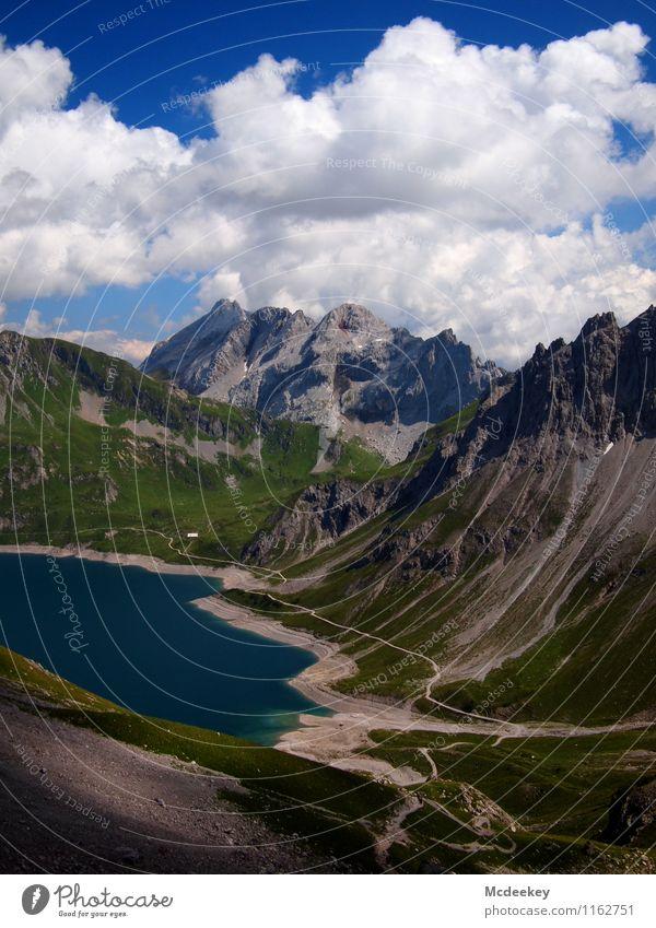 Der Faden am Uferrand Himmel Natur blau Pflanze grün Sommer Wasser weiß Sonne Landschaft Wolken Ferne schwarz Berge u. Gebirge Umwelt Wärme