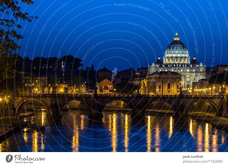 Rom, Geschichte am Tiber Tourismus Ausflug Sightseeing Städtereise Architektur Petersdom Italien Hauptstadt Kirche Dom Sehenswürdigkeit Wahrzeichen Denkmal