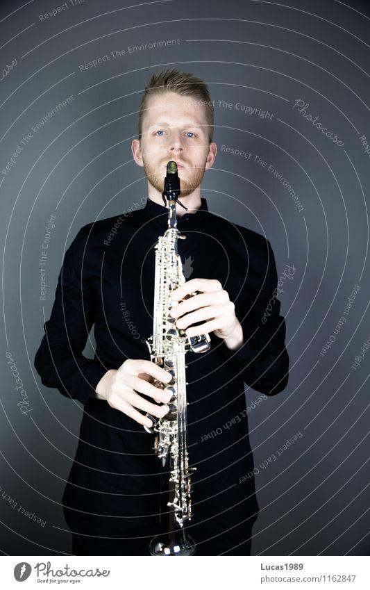 Saxophonist elegant Stil Musiker Mensch maskulin Junger Mann Jugendliche Erwachsene 1 18-30 Jahre 30-45 Jahre Künstler Konzert Bühne Saxophonspieler Sopran