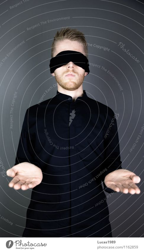 Justitia Business Karriere Richter Justiz u. Gerichte Mensch maskulin Junger Mann Jugendliche Erwachsene Hand 1 18-30 Jahre 30-45 Jahre Schauspieler Hemd