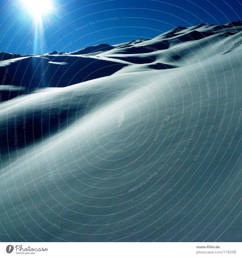 puderzucker Pulverschnee Winterurlaub Neuschnee Sommer kalt heiß unberührt Tiefschnee Frankreich Puderzucker Dezember Wetter Schnee Blauer Himmel Alpen Eis
